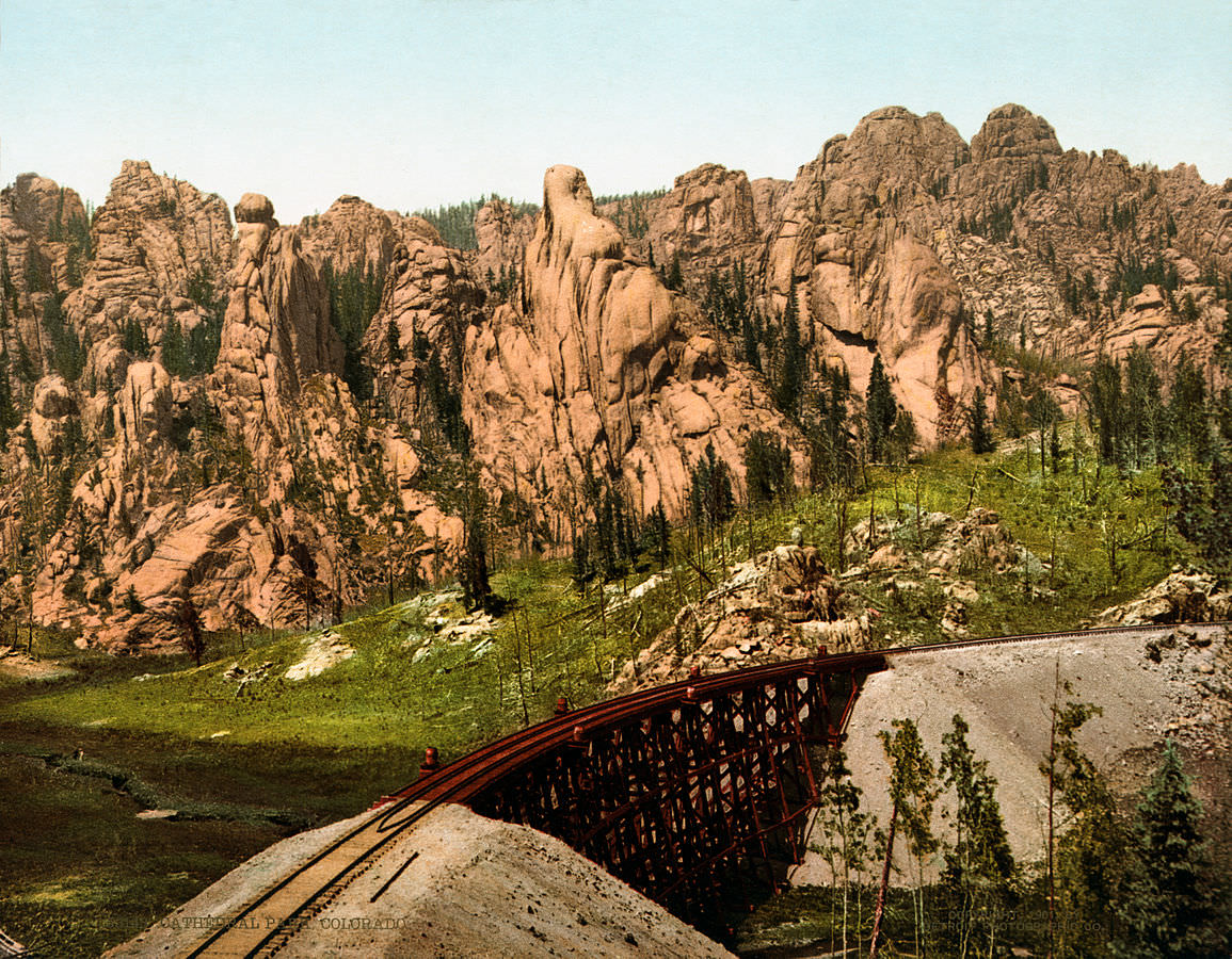 Cathedral_Park,_Garden_of_the_Gods,_Colorado_Springs,_Colorado,_1901